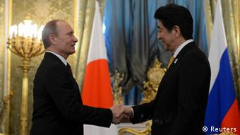 Russia's President Vladimir Putin (L) shakes hands with Japan's Prime Minister Shinzo Abe during a meeting at the Kremlin in Moscow April 29, 2013.
