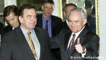 German Chancellor Gerhard Schroeder (L) is welcomed by Polish Prime Minister Leszek Miller during their meeting in Warsaw on 05 November 2002. Schroeder is on a working visit to Poland. dpa