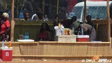 Wer hat das Bild gemacht/Fotograf?:Romeu da Silva Wann wurde das Bild gemacht?: 22.04.2013 Wo wurde das Bild aufgenommen?: Maputo, Mosambik Bildbeschreibung: Marktverkäufer zahlen einen Tagessatz , sagen die Marktleute