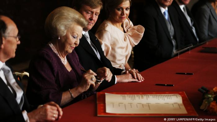 Königin Beatrix Abschied Thronwechsel AFP PHOTO / POOL / JERRY LAMPEN (Photo credit should read JERRY LAMPEN/AFP/Getty Images)