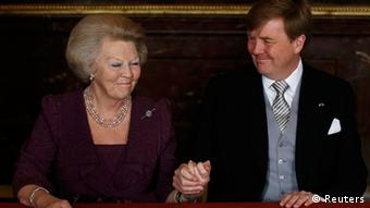 Dutch Crown Prince Willem-Alexander (R) holds the hand of his mother Queen Beatrix during an abdication ceremony at the Royal Palace in Amsterdam April 30, 2013. The Netherlands is celebrating Queen's Day on Tuesday, which will also mark the abdication of Queen Beatrix and the investiture of her eldest son Willem-Alexander. REUTERS/Pool (NETHERLANDS - Tags: ROYALS POLITICS ENTERTAINMENT)