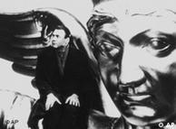 صحنهای از فیلم زیر آسمان برلین با بازیگری برونو گانتز