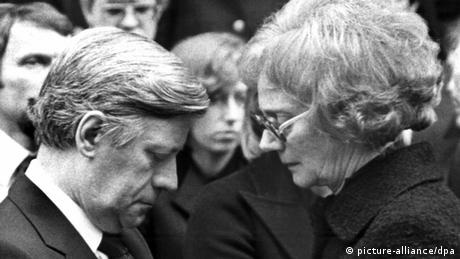 Helmut Schmidt, chancellor from 1974 to 1982, shown here with the widow of businessman Hanns Martin Schleyer, who was murdered by the Left extremist RAF group in 1977.