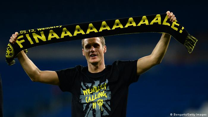 MADRID, SPAIN - APRIL 30: Sebastian Kehl of Borussia Dortmund holds a scarf up as he celebrates after the UEFA Champions League Semi Final Second Leg match between Real Madrid and Borussia Dortmund at Estadio Santiago Bernabeu on April 30, 2013 in Madrid, Spain. (Photo by Lars Baron/Bongarts/Getty Images)