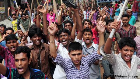 Tausende Arbeiter in Dhaka fordern Hinrichtung von Fabrikbesitzern (AFP/Getty Images)