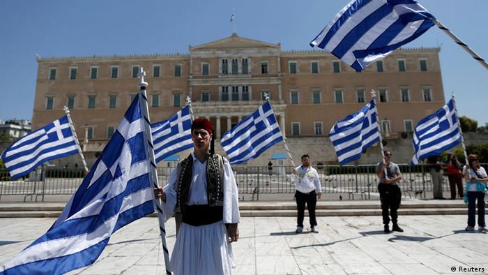 A municipal worker dressed in a traditional costume protests against the government's plan to layoff thousands of public sector workers as part of its austerity reform program, outside the parliament in Athens April 26, 2013. REUTERS/John Kolesidis (GREECE - Tags: CIVIL UNREST POLITICS BUSINESS)