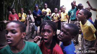 schoolchildren Copyright: Nick St. Davis, DW Mitarbeiter, Jamaica, April 2013
