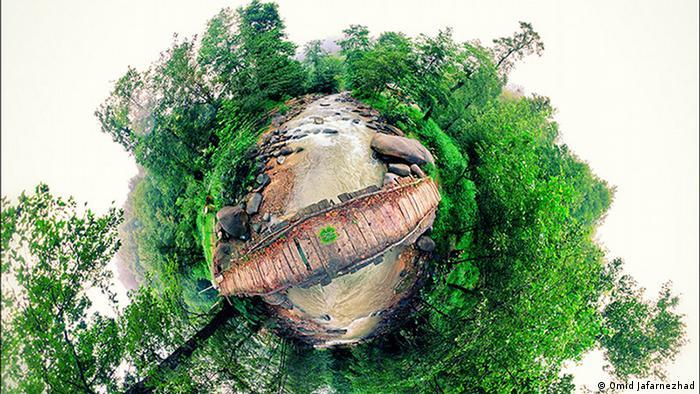تصویر پانوراما از پل چوبی و طبیعت جاده اسالم به خلخال (عکس از امید جعفرنژاد)