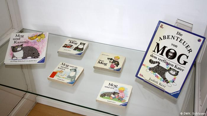 Books from the Mog series by Judith Kerr on display (DW/K. Schlusen)