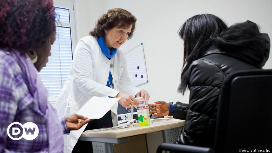 Девушка у врача на приеме на работу вакансии киев фотограф