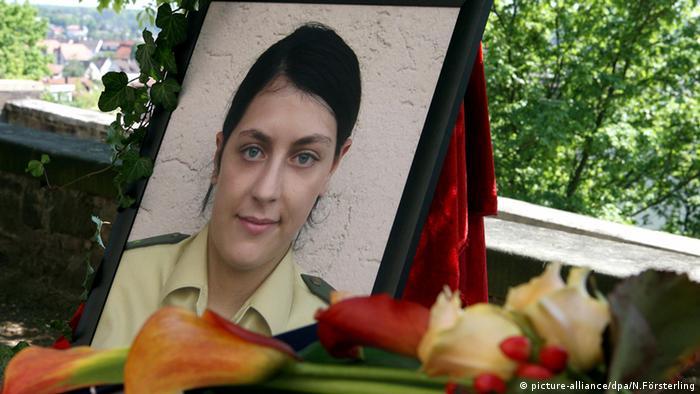 میشله کیزهوتر، افسر پلیس ۲۲ ساله، در روز ۲۵ آوریل سال ۲۰۰۷ در شهر هایلبرون به قتل رسید. او و همکارش که مشغول گشتزنی بودند، خودرویشان را در کنار محوطه سرسبزی پارک کرده و مشغول استراحت بودند که کیزهوتر از ناحیه سر مورد اصابت گلوله قرار گرفت. رهگذران جسد میشله کیزهوتر را در کنار خودرو پیدا کردند. همکار او به شدت زخمی شد. میشله کیزهوتر دهمین و آخرین قربانی هسته ترور نئونازی بود.