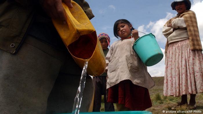 Djeca od malih nogu pomažu i u domaćinstvu, to je dio tradicije mnogih indogenih naroda