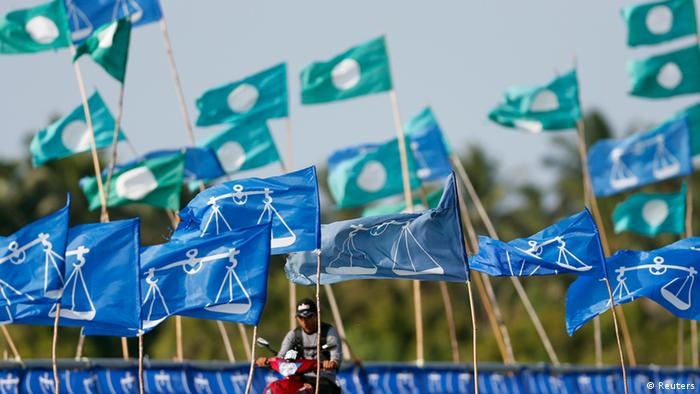 Flags of Malaysia's ruling National Front coalition (blue) and opposition Parti Islam se-Malaysia (PAS) (green) are seen on display in the village of Pantai Sepat, 260 km (162 miles) east of Kuala Lumpur May 4, 2013. Malaysia's opposition enjoys a very narrow lead over the long ruling National Front for the first time in a key poll issued on Friday, two days before an election in the Southeast Asian country. REUTERS/Bazuki Muhammad (MALAYSIA - Tags: POLITICS ELECTIONS)