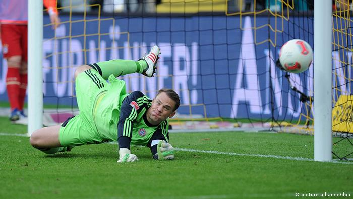Manuel Neuer saves a penalty from Robert Lewandowski (Photo: Revierfoto)