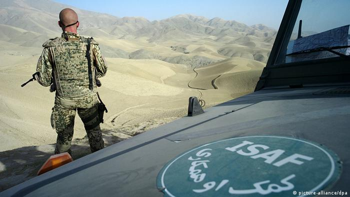 A German soldier secures the vicinity of Faiserbad northern Afghanistan (Photo: dpa)