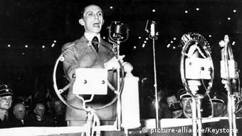 Joseph Goebbels, Politiker (NSDAP), Reichsminister für Volksaufklärung und Propaganda. Portrait bei einer Rede im Berliner Sportpalast am 02.03.1933 (Foto: picture-alliance/Keystone)