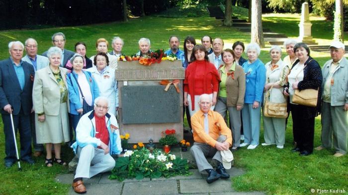 Каждый год 9 мая представители русскоязычной диаспоры в Кобленце собираются на городском советском солдатском кладбище, чтобы почтить память погибших