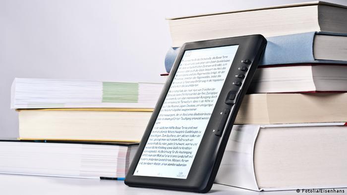 Книги печатные и электронный гаджет