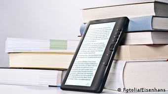 Books and e-Reader, Cpoyright: Fotolia/Eisenhans