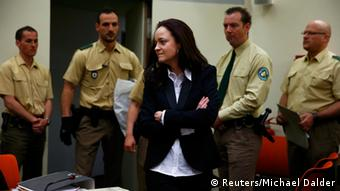 Beate Zschaepe (C), a member of the neo-Nazi group National Socialist Underground (NSU) stands in the court before the start of her trial (Photo: REUTERS/Michael Dalder/DW)