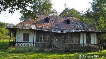 Das verfallene Haus des Komponisten George Enescu im Dorf Mihaileni (Foto: Raluca Stirbat)