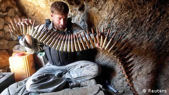 Afghanische Genzsoldat mit Patronengurt (Foto: Reuters)