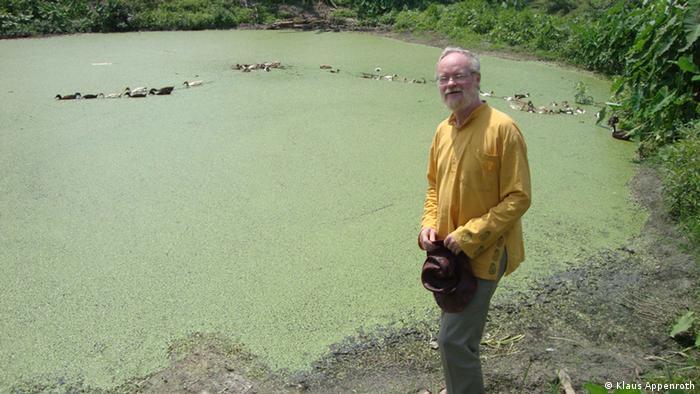 PD Dr. Klaus Appenroth von der Universität Jena, auf Exkursionen nach Indien und Bangladesch zur Erforschung von Wasserlinsen. Bild aus dem Privatarchiv, Undatierte Aufnahme, Eingestellt 06.05.2013