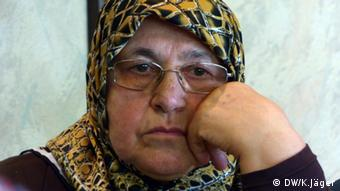 (Photo: Karin Jäger/ DW) An elderly Turkish woman wearing a brown headscarf looks at the camera without smiling