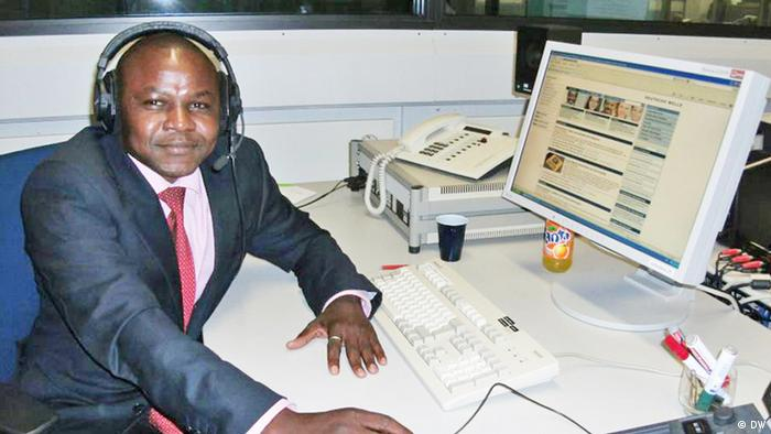 Eric Topona, correspondent in Chad for DW's French-language program. Zwei Fotos von ihm (von 2012 im DW-Funkhaus)