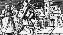 Eulenspiegel / Holzschnitt 16.Jh. Eulenspiegel, Till, baeuerlicher Schalk- narr, Held eines Volksbuches, gest.1350. - Till Eulenspiegel betruegt eine Baeuerin um ihren Gefluegelkasten. - Holzschnitt, deutsch, 16.Jh. E: Eulenspiegel / Woodcut / 16th Century Eulenspiegel, Till fictional prankster from Middle Low German folklore, said to have died 1350. - Till Eulenspiegel tricks a peasant woman out of her poultry cages. - Woodcut, German, 16th Century.