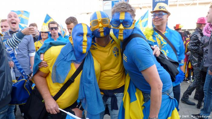 Swedish ESC fans in blue and yellow. Photo: Rosa Macias-Reyes