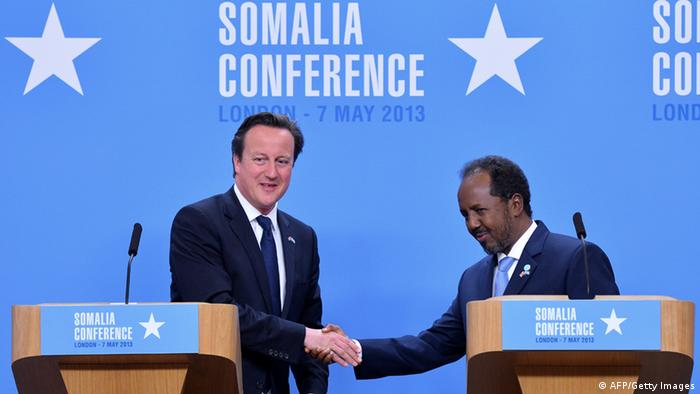 British Prime Minister David Cameron and Somali President Hassan Sheikh Mohamud shake hands (Photo: BEN STANSALL/AFP/Getty Images)