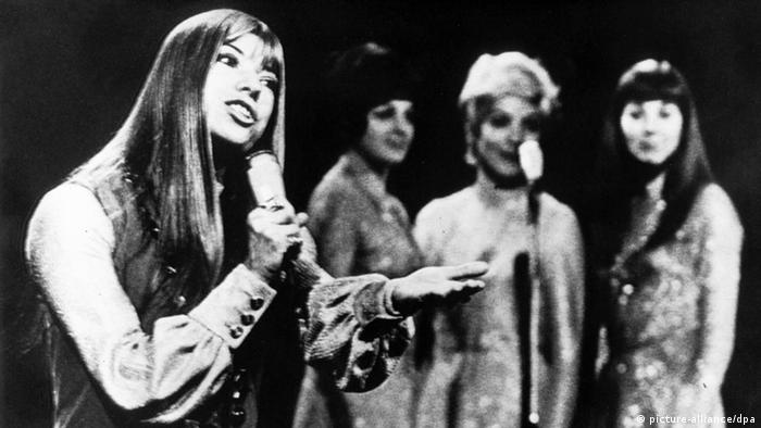 German singer Katja Ebstein at Eurovision in 1970 (c) picture-alliance/dpa