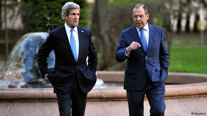 Russia's Foreign Minister Sergei Lavrov (R) and U.S. Secretary of State John Kerry talk during their meeting (Photo: REUTERS/Mladen Antonov/Pool)