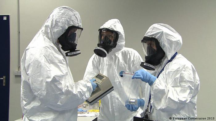 Investigators wearing protective clothing during a training session in EUSECTRA (Photo: Ralf Bosen)