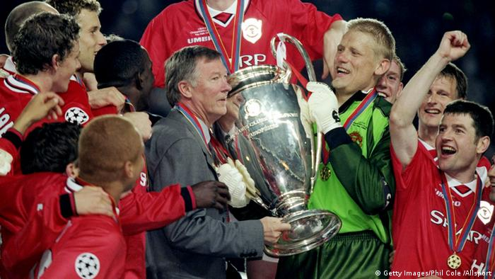 26 May 1999: Manchester United manager Alex Ferguson and keeper Peter Schmeichel with the trophy after a 2-1 victory over Bayern Munich in the UEFA Champions League Final at the Nou Camp in Barcelona, Spain. \ Mandatory Credit: Phil Cole /Allsport