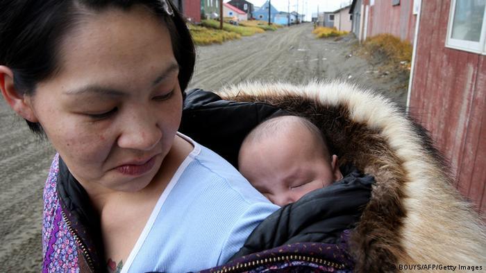 Eine Inupiat-Eskimo-Mutter (Foto: AFP/Getty Images)