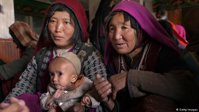 Mütter in einer mobilen Gesundheitsstation in Afghanistan (Foto: Getty Images)