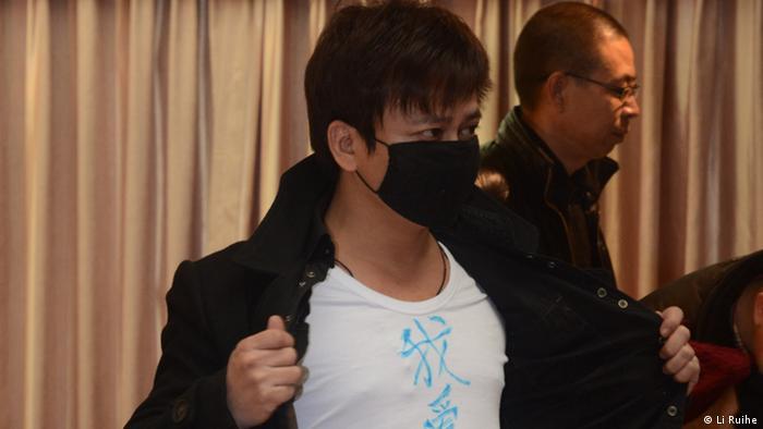 Li Chengpeng et son masque, un modèle pour la jeunesse chinoise