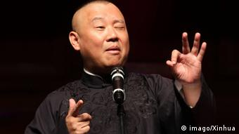 Bildnummer: 56185818 Datum: 16.10.2011 Copyright: imago/Xinhua (111016) -- MELBOURNE, Oct. 16, 2011 (Xinhua) -- Famous Chinese cross-talk comedian Guo Degang performs in Melbourne, Australia, on Oct. 15, 2011, during his first commercial performance in Australia. The cross-talk, in Chinese called Xiangsheng , is one of the most popular folk art forms in China. (Xinhua/Gui Qing) (zf) AUSTRALIA-MELBOURNE-CHINA-GUO DEGANG-CULTURE PUBLICATIONxNOTxINxCHN People Kultur Comedy Aktion x0x xtm 2011 quer 56185818 Date 16 10 2011 Copyright Imago XINHUA Melbourne OCT 16 2011 XINHUA Famous Chinese Cross Talk Comedian Guo Degang performs in Melbourne Australia ON OCT 15 2011 during His First Commercial Performance in Australia The Cross Talk in Chinese called Xiang Sheng IS One of The Most Popular Folk Art Forms in China XINHUA Gui Qing ZF Australia Melbourne China Guo Degang Culture PUBLICATIONxNOTxINxCHN Celebrities Culture Comedy Action shot x0x XTM 2011 horizontal