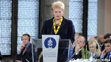 Die litauische Präsidentin Dalia Grybauskaite spricht am 09.05.2013 in Aachen (Nordrhein-Westfalen) bei der Verleihung des Karlspreises. Mit dem Internationalen Karlspreis zeichnet die Stadt Aachen jedes Jahr Persönlichkeiten aus, die sich besonders um Europa verdient gemacht haben. Foto: Henning Kaiser/dpa