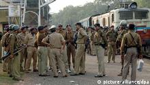 Indian police force stands at Chakulia railway station soon after armed Maoist rebels seized a train in Kanumohali in eastern India on Sunday 10 December 2006 but abandoned it later, avoiding a confrontation with the police. The Maoists had taken control of the Tata-Kharagpur train on the border of eastern Jharkhand and West Bengal states, after disarming railway policemen and snatching wireless equipment from the driver and threats to blow up the train. EPA +++(c) dpa - Report+++
