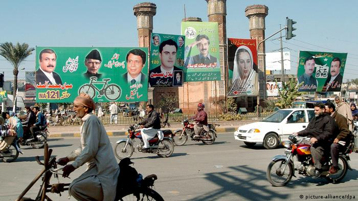 Commuters drive by the electoral billboard of candidates of different political parties as the country prepare for crucial general elections scheduled for 18 February, at Choburji Chowk in Lahore, Pakistan, 12 February 2008.The elections were postponed for five weeks following opposition leader Benazir Bhutto's assassination on 27 December 2007, and although the main political parties have resumed campaigning, the pace is far slower and public enthusiasm has eroded. The main opposition parties have agreed to contest the elections scheduled for February 18, but are already claiming that President Musharraf's caretaker government is working to rig the polls in his favour. EPA/RAHAT DAR +++(c) dpa - Report+++