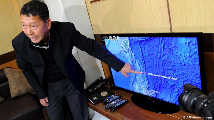 Philippine Bureau of Fisheries and Aquatic Resources director Asis Perez points to a map in Manila on May 10, 2013, showing where a Philippine fisheries patrol vessel manned by the coast guard shot at a Taiwanese fishing vessel (Photo: JAY DIRECTO/AFP/Getty Images)