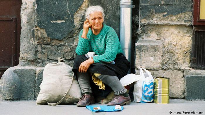 Kroatien Zagreb Armut Frau betteln