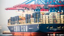 Symbolbild Export Container Containerschiff Deutschland Hamburger Hafen (Getty Images)