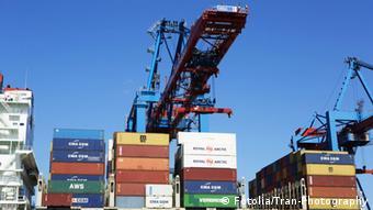 Symbolbild Export Container Deutschland Hamburger Hafen