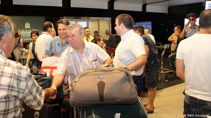 Встреча армян из Сирии в аэропорту Еревана