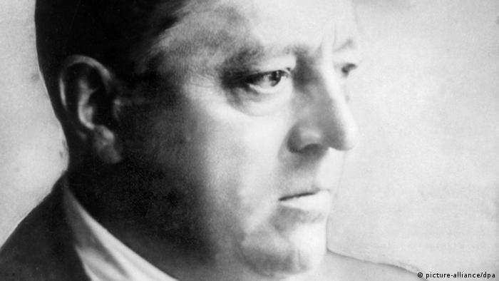 Schwarz-weiß-Porträt von Ludwig Mies van der Rohe. (picture-alliance/dpa)