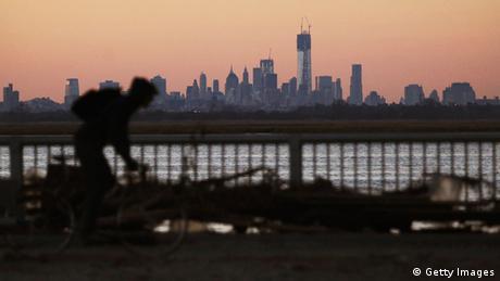 NEW YORK, Manhattan Skyline (Photo by Mario Tama/Getty Images)